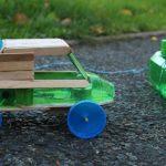 Làm ô tô đồ chơi bằng vỏ chai nhựa đơn giản