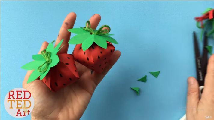 cách làm quả dâu tây bằng giấy