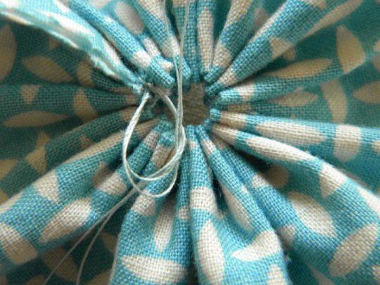 làm hoa bằng vải vụn