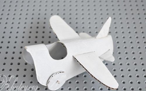 cách làm máy bay mô hình từ lõi giấy