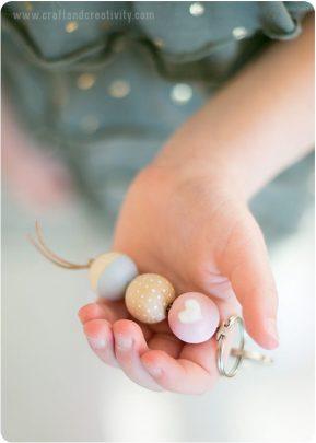làm móc khóa từ hạt cướm gỗ