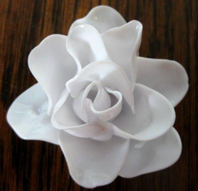 cách làm hoa hồng từ thìa nhựa