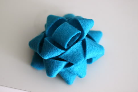 làm bông hoa bằng vải đơn giản