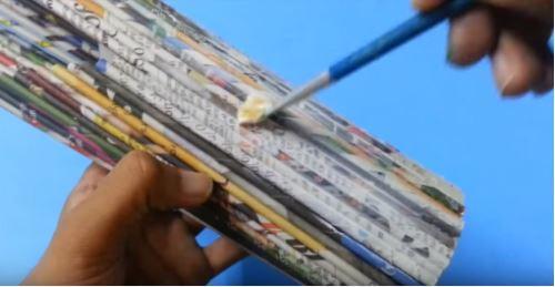 cách làm bình hoa bằng giấy báo
