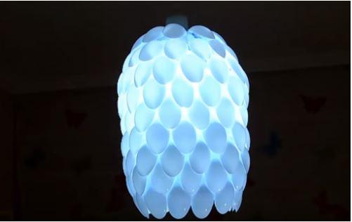 cách làm đèn bằng thìa nhựa