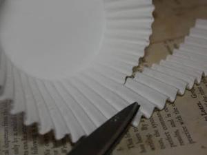 cách làm đèn lồng bằng khuôn giấy cupcake