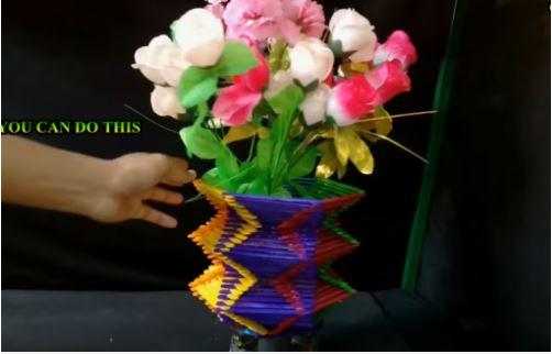 cách làm lọ hoa bằng que kem màu