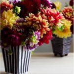 Hướng dẫn làm lọ hoa đơn giản từ bìa carton
