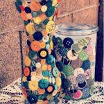 Bốn cách trang trí bình hoa đơn giản từ cúc áo