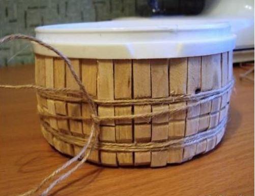 chế hộp đựng thành giỏ đựng từ kẹp gỗ