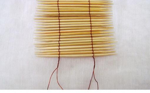 làm dây treo trang trí bằng tăm que