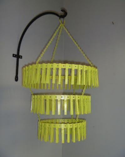 làm đèn tầng treo nhà bằng kẹp gỗ