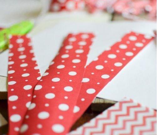 làm khung hình trái tim bằng giấy báo