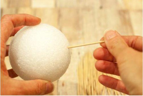 làm quả cầu tuyết bằng tăm tre