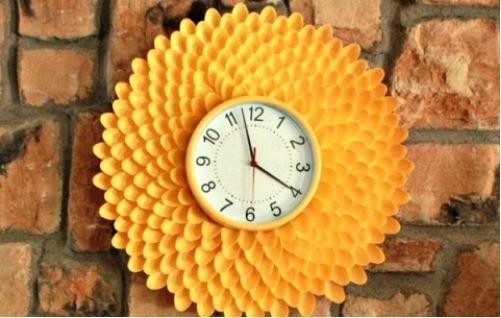 trang trí đồng hồ bằng thìa nhựa